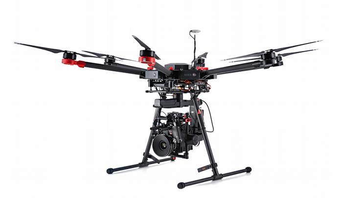 S900 hexakopter, professzionális felhasználásra 12-20 perc repülési idővel, Sony a7r2 kamerával